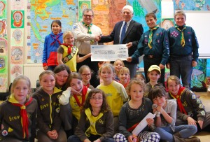 Cheshire Freemasons donate £1000 to scout hut